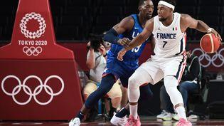 La France affronte les Etats-Unis en phase de poules des Jeux olympiques de Tokyo. (ARIS MESSINIS / AFP)