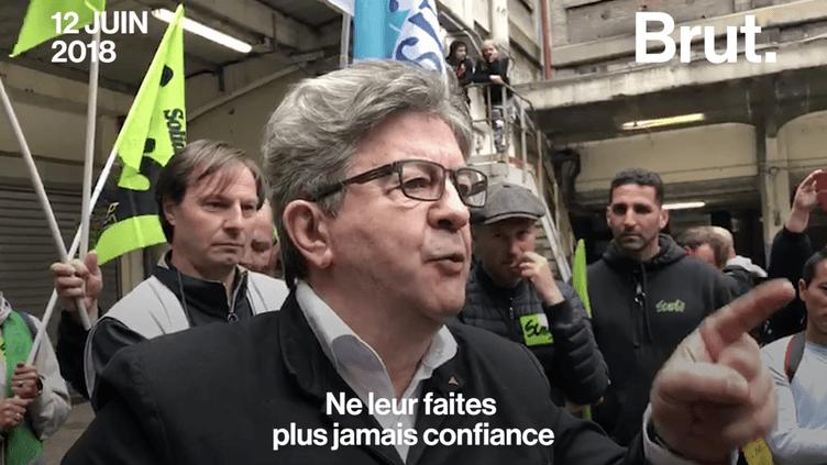 """VIDEO. """"Dégagez-les tous !""""…La vive prise de parole de Jean-Luc Mélenchon devant les cheminots en grève (BRUT)"""