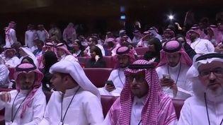 En Arabie saoudite, aller au cinéma est à nouveau autorisé, après 35 ans d'interdiction. La première séance a eu lieu mercredi 18 avril à Riyad. Depuis son arrivée au pouvoir en juin dernier, le prince Salmane peaufine son image de réformateur. (France 3)