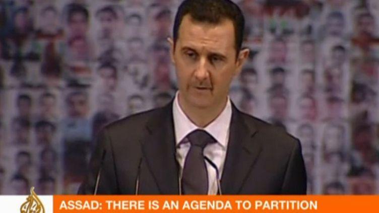 Capture d'écran de la chaîne Al-Jazeera, qui diffusait, dimanche 6 janvier 2013, le discours de Bachar Al-Assad à Damas (Syrie). (CAPTURE D'ECRAN AL-JAZEERA / FRANCETV INFO)