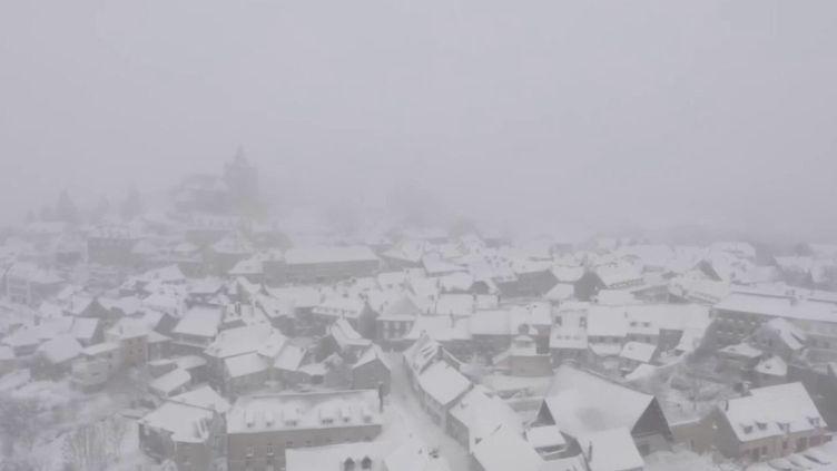 Laguiole (Aveyron) sous la neige après le passage de la tempête Bella. (CAPTURE ECRAN FRANCE 2)