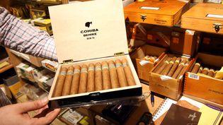Des cigares cubains Cohiba vendus à Heligoland(Allemagne), le 17 décembre 2014. (BODO MARKS / DPA / AFP)