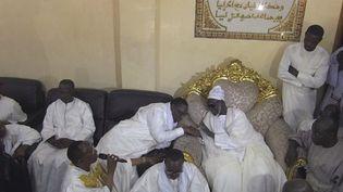 Au Sénégal, les confréries musulmanessont toujours influentes. Elles sont donc sollicitées à quelques jours de l'élection présidentielle. (France 24)