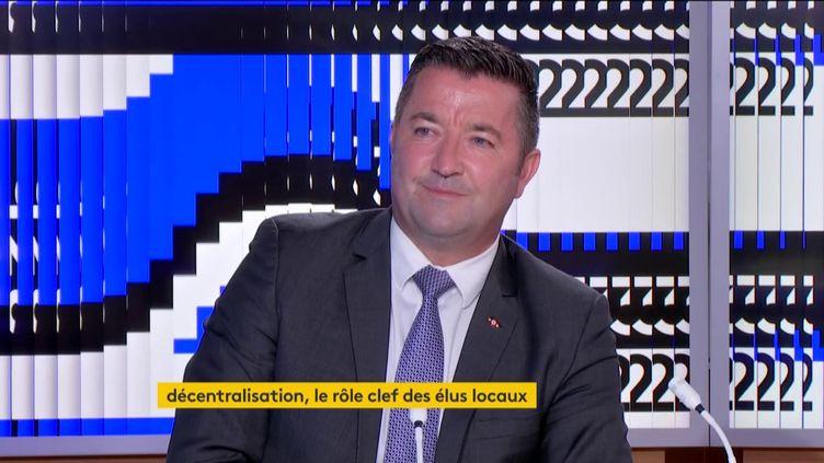 Karl Olive (LR) (FRANCEINFO)