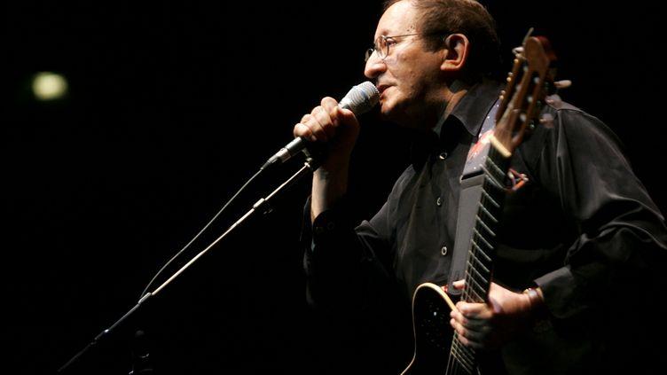 Le chanteur Idir à la Cité de la Musique à Paris en avril 2006. (OLIVIER CORSAN/MAXPPP)