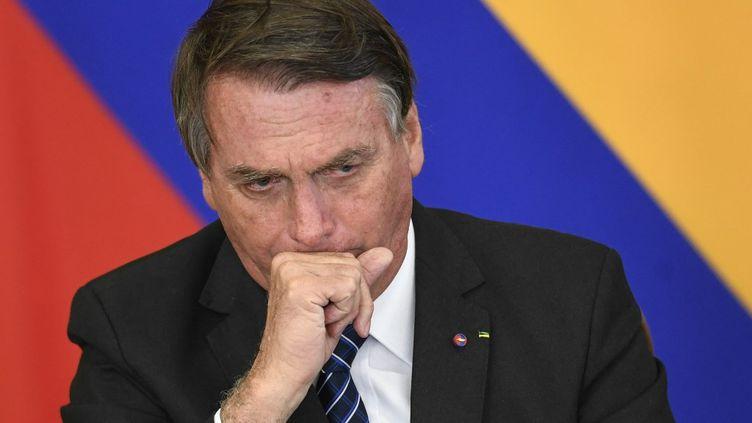Le président brésilien, Jair Bolsonaro, lors d'une conférence de presse à Brasilia, le 19 octobre 2021. (MATEUS BONOMI / ANADOLU AGENCY / AFP)