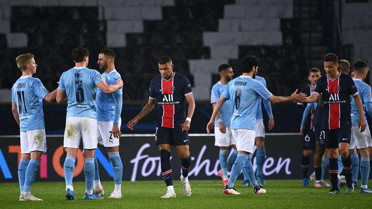 Kylian Mbappé et ses coéquipiers du PSG doivent obligatoirement s'imposer sur la pelouse de Manchester City pour se qualifier en finale de Ligue des champions. (ANNE-CHRISTINE POUJOULAT / AFP)