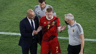 Kevin deBruyne sortblessé face au Portugal, le 27 juin à Séville (JOSE MANUEL VIDAL / POOL)