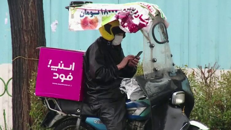 Déjà 26 morts liées au Covid-19 en Iran, mais à peine 245 cas de contamionation, selon les autorités. Une proportion inhabituelle, mais sur place,il esttrès difficile de contester les chiffres donnés par le gouvernement. (FRANCE 2)