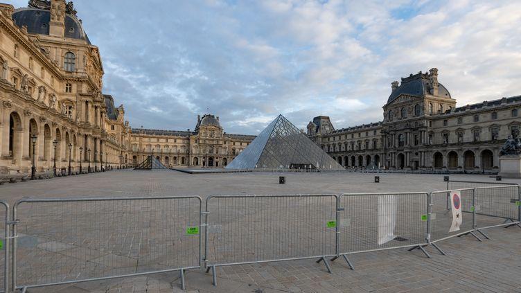 Le musée du Louvre, fermé au public, le 9 novembre 2020 (SANDRINE MARTY / HANS LUCAS)