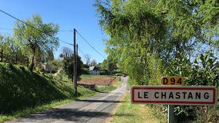 Les habitants de la commune du Chastang (Corrèze) se disent encore indécis le 19 avril 2017, à l'approche du premier tour de la présidentielle. (CAMILLE ADAOUST / FRANCEINFO)