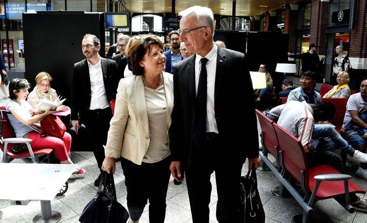 Martine Aubry et Guillaume Pepy, à la gare de Lille, en mai 2017. (MAX ROSEREAU / MAXPPP)