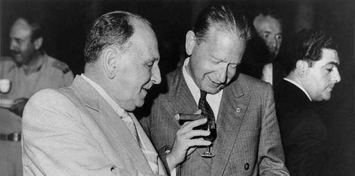 Le secrétaire général de l'ONU,Dag Hammarskjöld (à droite), avec le Premier ministre libanais Sami al-Sohl au Liban en 1958 (AFP - SAMI SOLH ALBUM )