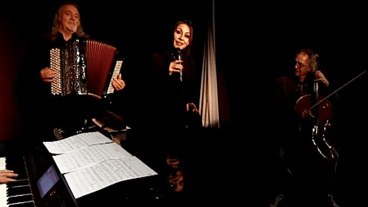"""""""Barbara et l'homme en habit rouge"""" au théâtre Rive Gauche  (France 3 Ile-de-France)"""