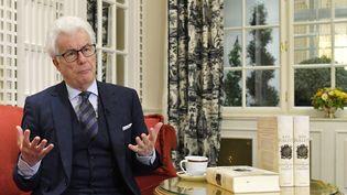 L'auteur britannique Ken Follett répond aux questions lors d'un entretien avec la presse, le 17 novembre 2017 à Vienne en Autriche (photo d'illustration). (HERBERT NEUBAUER / APA)