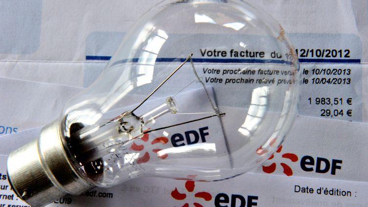Une facture d'éléctricité (Photo d'illustration). (PHILIPPE HUGUEN / AFP)