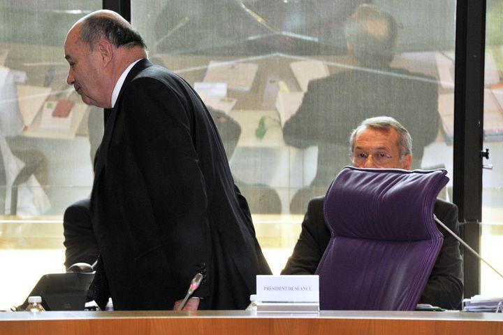 Défait, Jean-Michel Baylet abandonne son siège de président du conseil départemental du Tarn-et-Garonne, à Montauban, le 2 avril 2015. (PASCAL PAVANI / AFP)