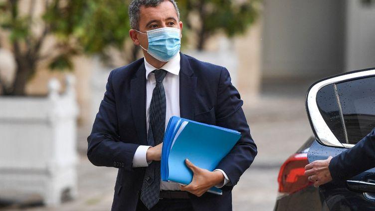 Le ministre de l'Intérieur, Gérald Darmanin, le 10 mai 2021 lors d'une réunion avec les syndicats de police à Matignon (Paris). (CHRISTOPHE ARCHAMBAULT / AFP)