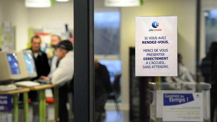 Le gouvernement a annoncé l'embauche de 2 000 conseillers,le 2 juillet 2012. (JOEL LE GALL / MAXPPP)