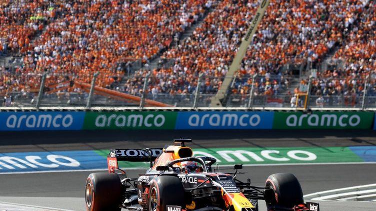 Le Néerlandais Max Verstappen sur sa Red Bull a dominé le GP des Pays-Bas devant les Mercedes, dimanche 5 septembre 2021. (KENZO TRIBOUILLARD / AFP)