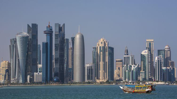 """La """"skyline"""" de la ville de Doha, au Qatar, le 5 août 2015. (CALLE MONTES / PHOTONONSTOP)"""