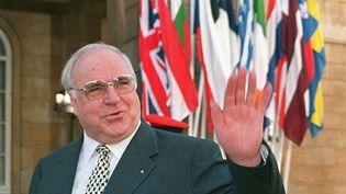 Helmut Kohl, le 12 mars 1998, à Londres. (PAUL VICENTE / AFP)