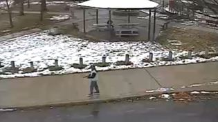 Une capture d'écran de la vidéo filmée par la police de Cleveland (Etats-Unis), diffusée le 26 novembre 2014. (CCTV-CLEVELAND POLICE / AFP )