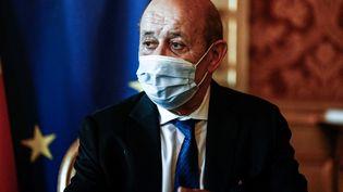 Le ministre des Affaires étrangères,Jean-Yves Le Drian, le 26 juillet 2021 à Paris. (SAMEER AL-DOUMY / AFP)