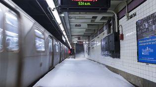 New York, le 3 janvier 2014. Metro enneigé sur la 65e Rue. (ZORAN MILICH / REUTERS)