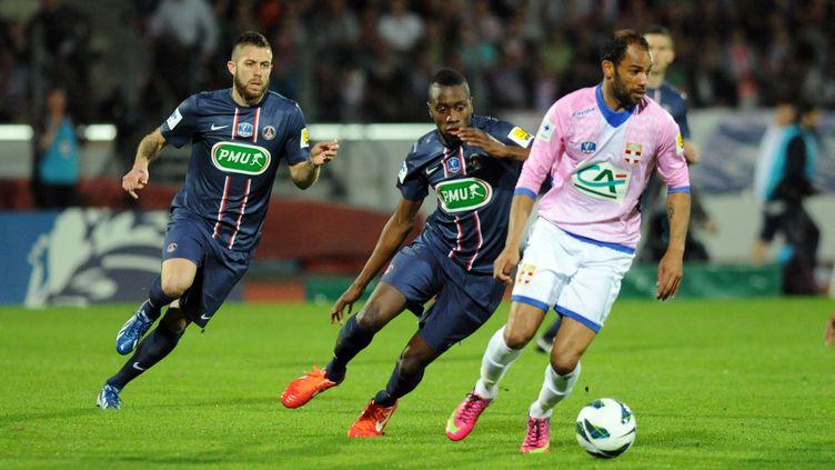 L'attaquant d'Evian-Thonon, SaberKhlifa a marqué le but de l'égalisation contre le PSG, le 17 avril 2013, au Parc des Sports d'Annecy. (JEAN-PIERRE CLATOT / AFP)