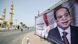 Le visage du président égyptien al-Sissi s'affiche partout dans les rues de Gaza. (MOHAMMED ABED / AFP)