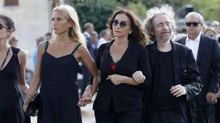 Nathalie Rykiel, entourée de son frère et de ses filles, aux obsèques de sa mère, la créatrice de mode Sonia Rykiel, jeudi 1er septembre 2016.