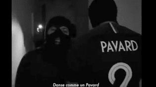 """L'équipe de """"So Foot"""" a parodié un clip de rap pour faire une chanson en hommage au défenseur français Benjamin Pavard, le 16 juin 2018. (FACEBOOK / SO FOOT)"""