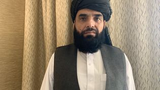 Le porte-parole du bureau politique des talibans, Suhail Shaheen, veut rassurer les Afghans, en déclarant que chacun d'entre eux pourra voyager à l'étranger après le 31 août, à condition de disposer d'un passeport et d'un visa. (GILLES GALLINARO / RADIO FRANCE)