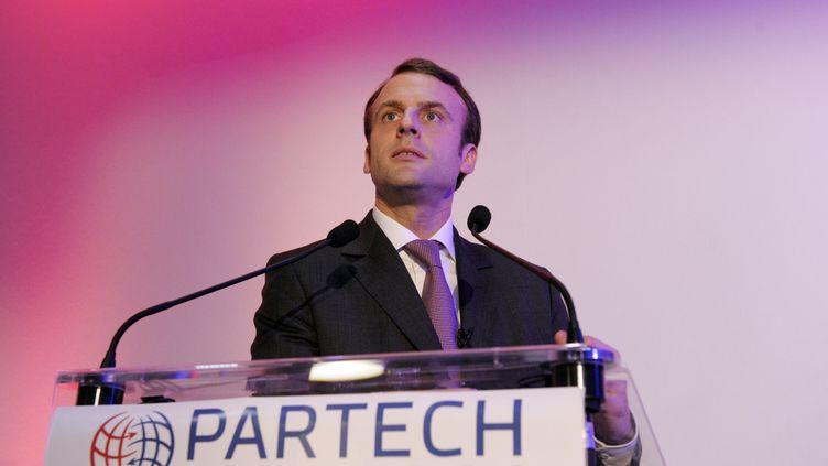Le ministre de l'Economie, Emmanuel Macron, tient un discours à Paris, le 17 décembre 2014. (ERIC PIERMONT / AFP)