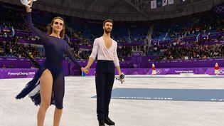 Les patineurs français Gabriella Papadakis et Guillaume Cizeron, le 20 février 2018 aux Jeux olympiques de Pyeongchang (Corée du Sud). (MLADEN ANTONOV / AFP)
