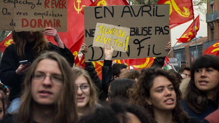 Des manifestants défilent contre la loi Travail, à Toulouse, le 9 avril 2016. (MAXIME REYNIE / CITIZENSIDE / AFP)