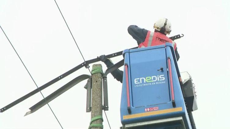 Tempête Aurore : l'électricité fait son retour progressivement. (FRANCE 2)