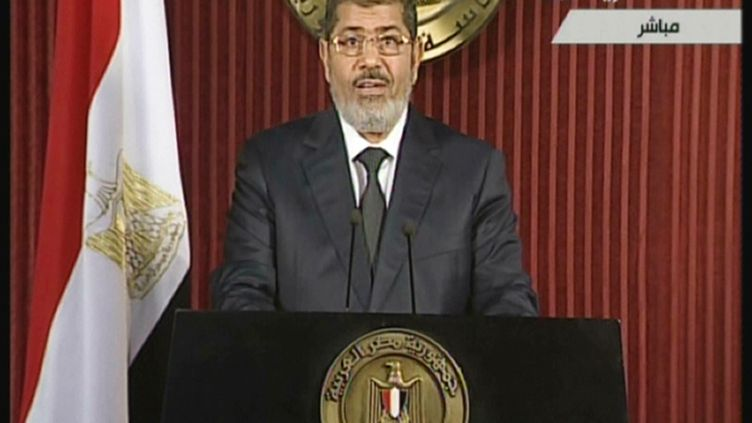 Le président égyptien, Mohamed Morsi, lors de son intervention télévisée, le 6 décembre 2012 au Caire (capture d'écran). (EGYPTIAN TV / AFP)
