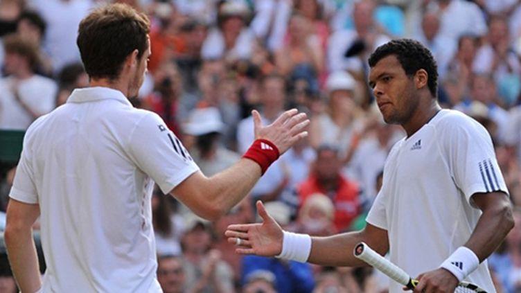 Jo-Wilfried Tsonga et Andy Murray ont livré un superbe duel en quarts de finale de Wimbledon (ADRIAN DENNIS / AFP)