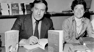 Roger Borniche lors de la présentation de l'un de ses livres à Paris, en 1975. (UNIVERSAL PHOTO / SIPA)