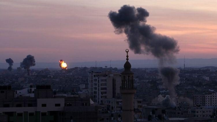 Vue du ministère de l'Intérieur du Hamas touché par un bombardement israélien à Gaza, le 16 novembre 2012. (MAJDI FATHI / AFP)