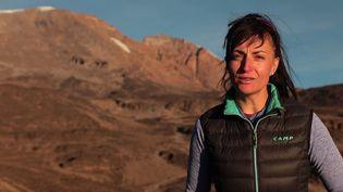 Le mois dernier, Vanessa Moralès s'est envolée en Tanzanie avec un objectif : battre le record de montées et de descentes du toit de l'Afrique, le Kilimandjaro. (CAPTURE D'ÉCRAN FRANCE 3)