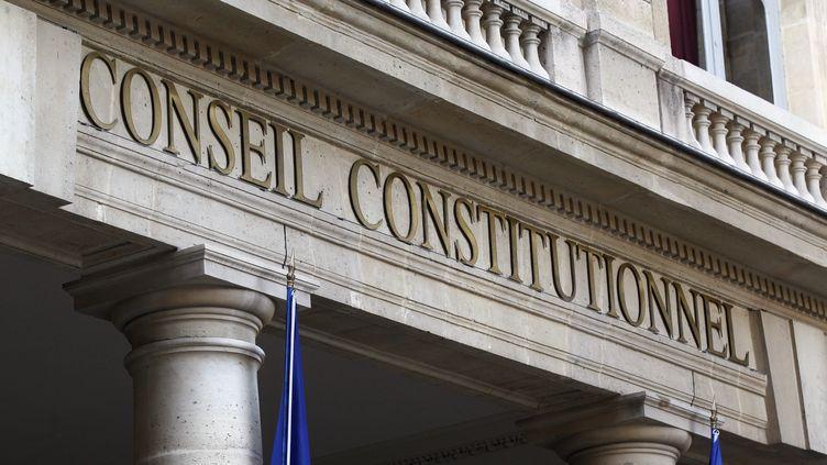 """Le Conseil constitutionnel estime que l'instauration d'un binôme paritaire aux élections municipales """"vise à favoriser l'égal accès des hommes et des femmes au mandat de conseiller municipal"""". (THOMAS SAMSON / AFP)"""