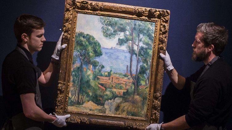 """Le tableau de Cézanne""""Vue sur l'Estaque et le château d'If"""" présenté à Christie's, à Londres (30 janvier 2015)  (Guy Bell / Rex / Sipa)"""