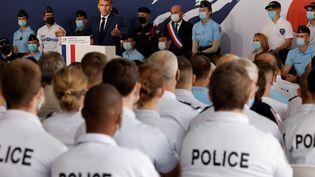 Le chef de l'Etat Emmanuel Macron en visite à l'école de police de Roubaix (Nord) pour la clôture du Beauvau de la sécurité, le 14 septembre 2021. (LUDOVIC MARIN / AFP)