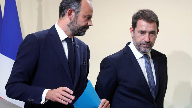 Le Premier ministre Edouard Philippe et Christophe Castaner, ministre de l'Intérieur, lors d'une conférence de presse sur l'immigration, à l'Hôtel Matignon, à Paris, le 6 novembre 2019. (CHARLES PLATIAU / POOL)