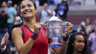 La Britannique Emma Raducanu, vainqueure à 18 ans de l'US Open de tennis, samedi 11 septembre 2021. (TIMOTHY A. CLARY / AFP)
