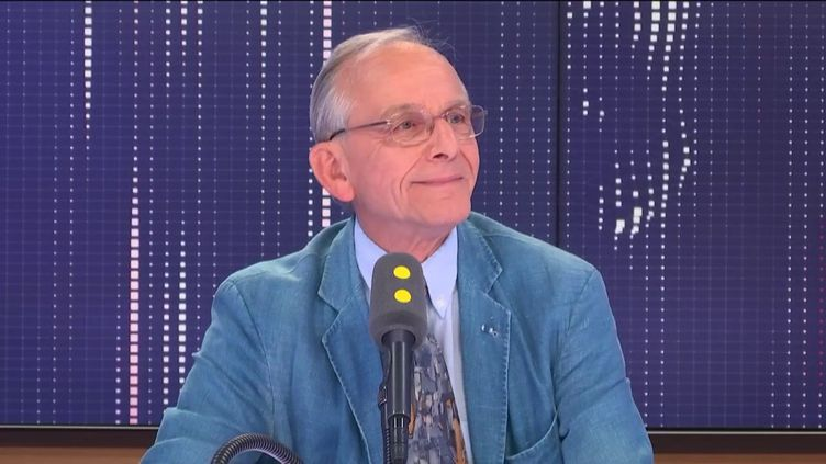 Le généticien Axel Kahn, nouveau président de la Ligue contre le cancer, invité de franceinfo le mardi 2 juillet. (FRANCEINFO / RADIO FRANCE)
