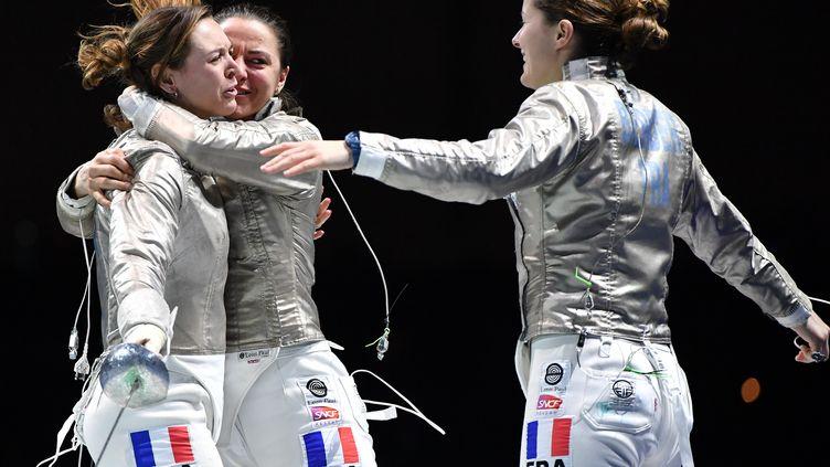 L'équipe de France de sabre lors des championnats d'Europe 2019 (de g. à d. M.Brunet, C.Lembach et C.Berder) (BIZZI TEAM)